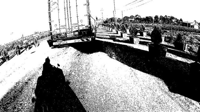 cbw0503_13_2_lanes_behind_truck