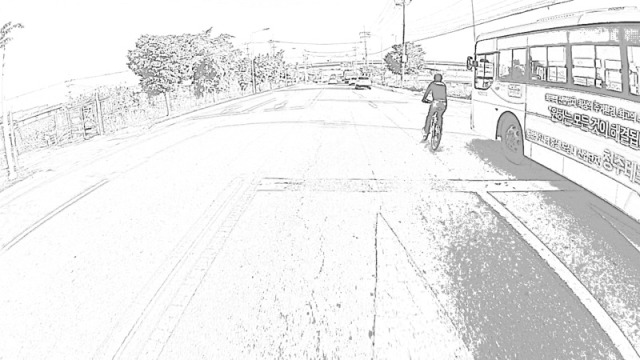 cbw0516_11_cyclist_and_bus